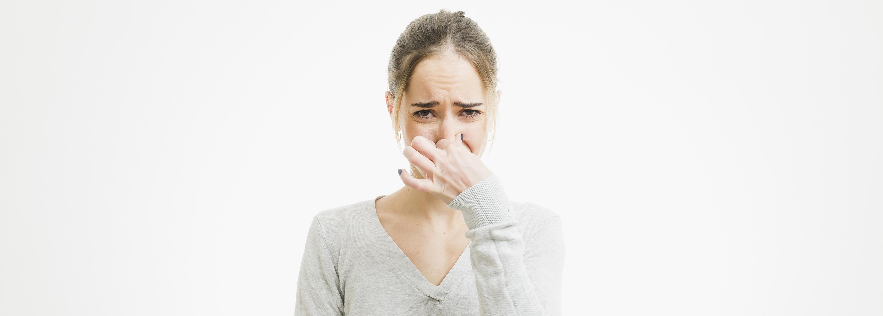 que es mejor usar desodorante o antitranspirante
